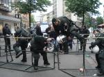 Polizei überwindet Barrieren